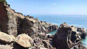 山窟前の嚴岩
