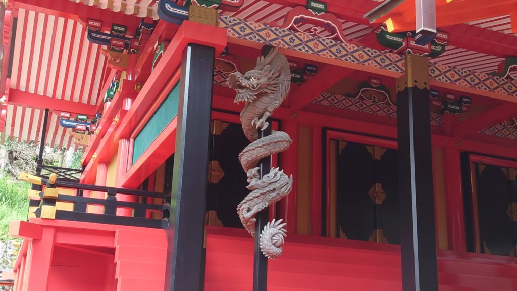 金櫻神社:水晶の神社、鬱金櫻がご神木。金運アップをはじめ、幅広いご利益。